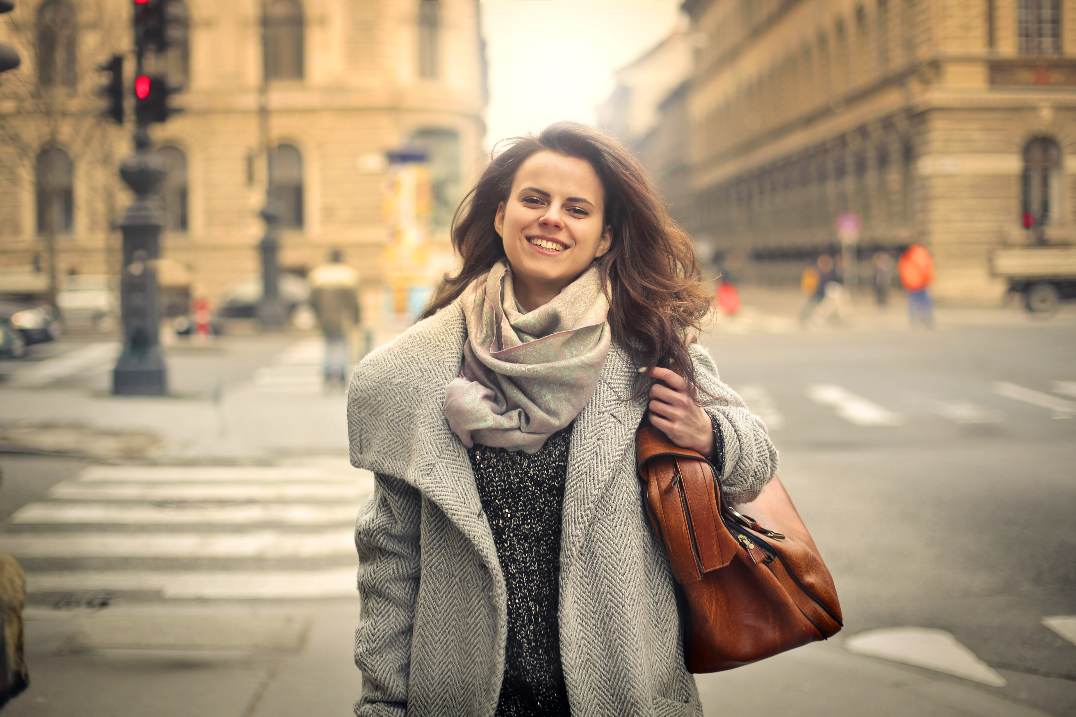 Leende tjej i stan