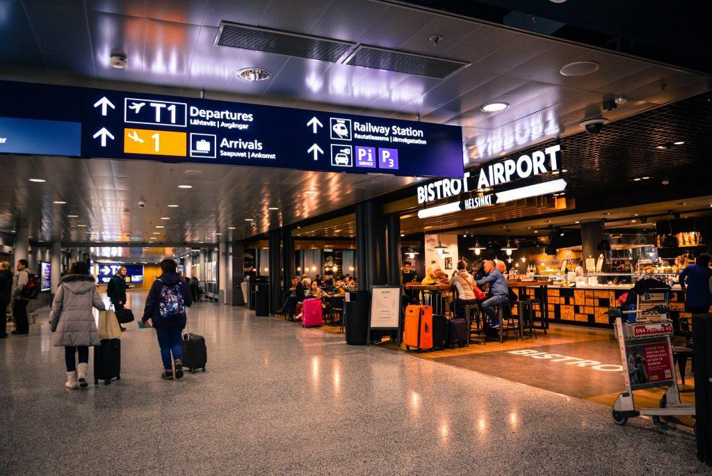 airport-indoors-people-804463-min-1024x684.jpg