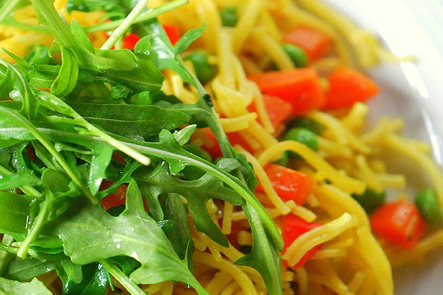 Pfannengerichte mit Pasta und Gemüse