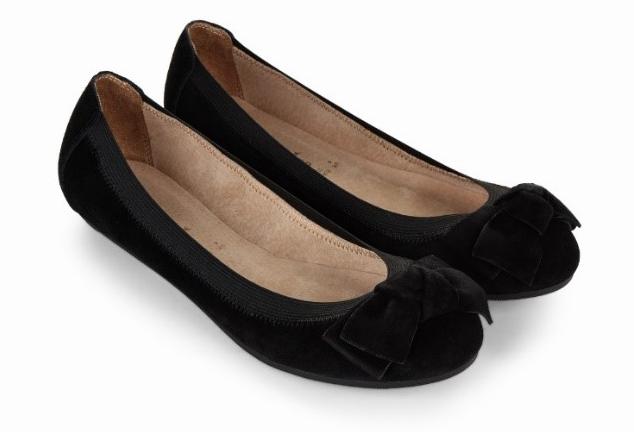 Black flat shoes