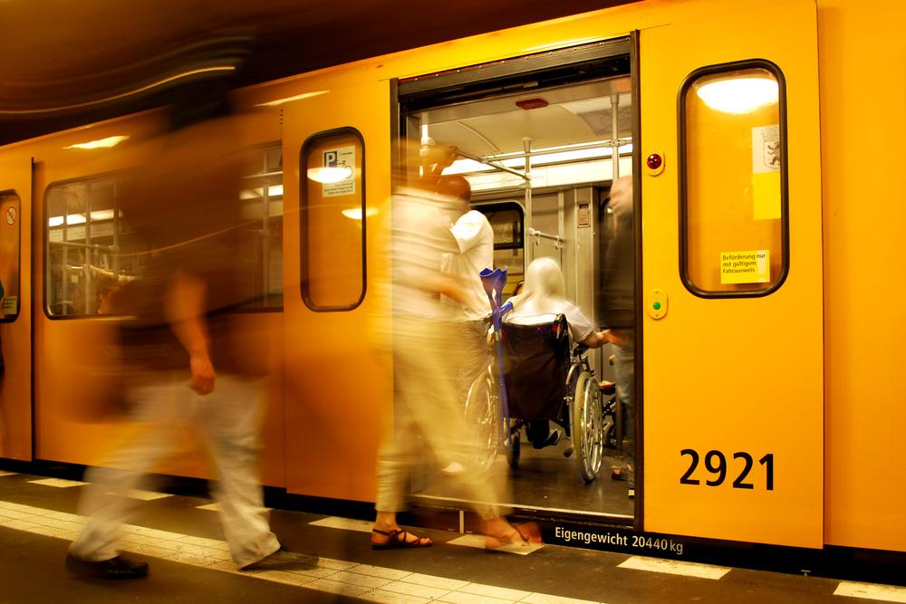 Pünktlichkeit, Zuverlässigkeit und die bestandene Prüfung sind Voraussetzungen, um auch als Student eine Straßenbahn zu fahren.