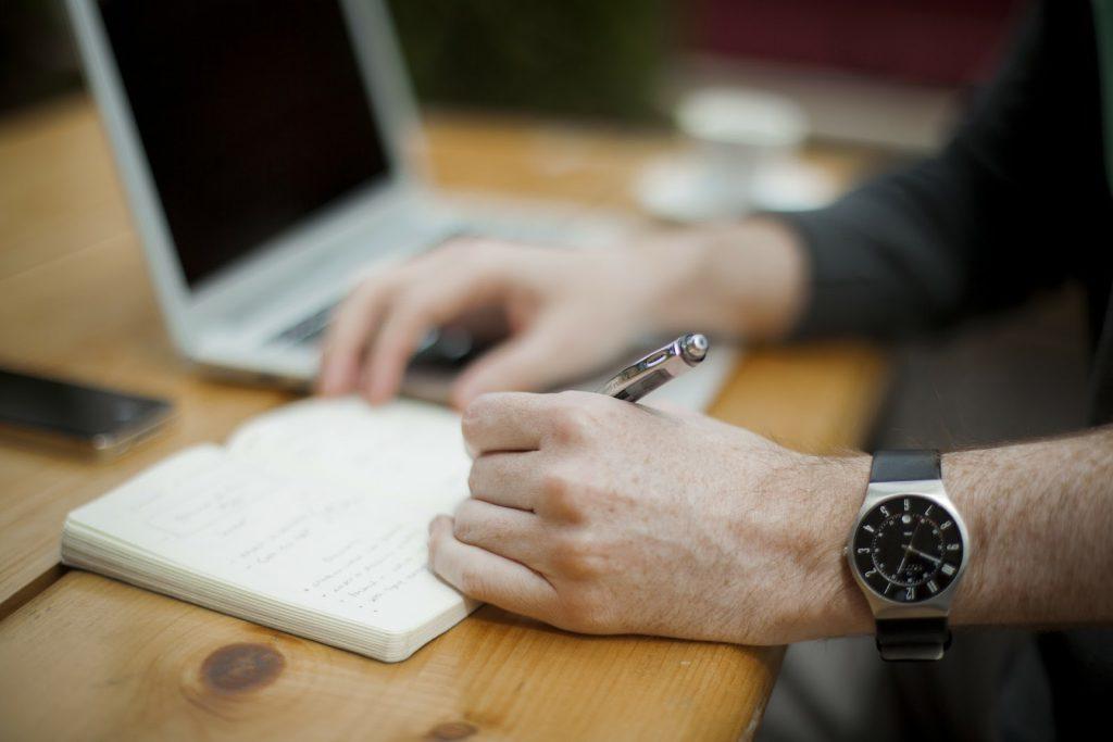 writing-336370_1920-min-1024x683.jpg